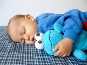 Mit der richtigen Kindermatratze schlafen auch die Eltern ruhig.