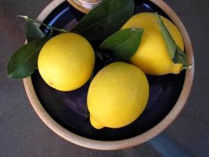 Zitrone und ihr ätherisches Öl