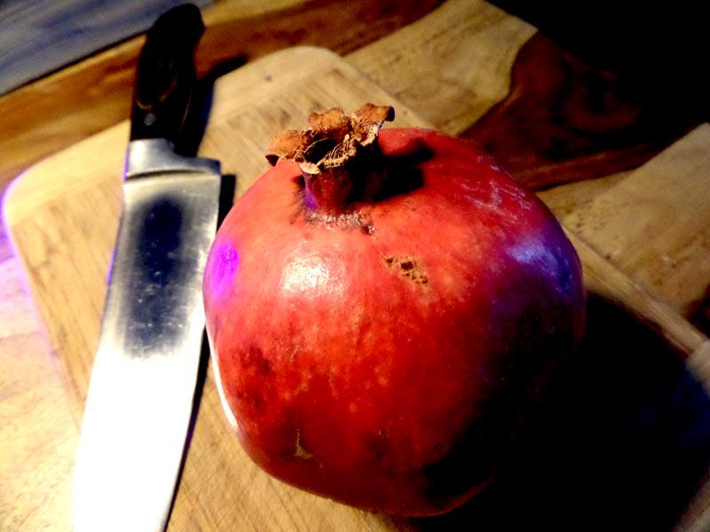 der granatapfel ist eine gesunde frucht die schmeckt. Black Bedroom Furniture Sets. Home Design Ideas